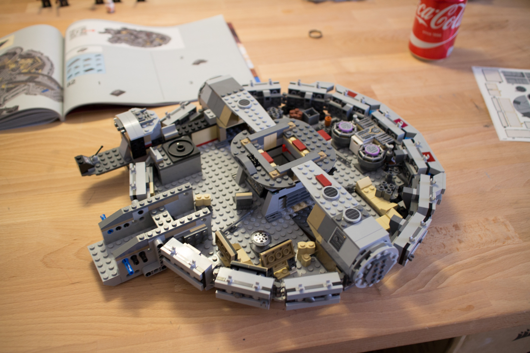 Millenium Falcon (11 Of 25)