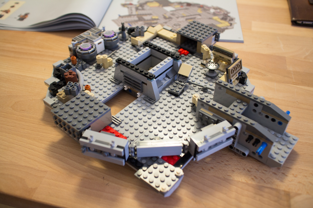 Millenium Falcon (7 Of 25)